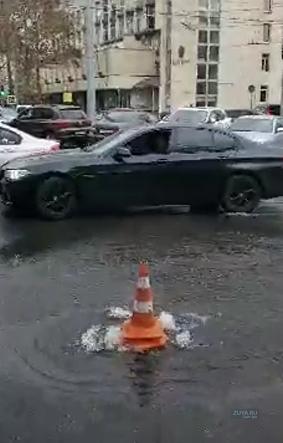 парковка в центре симферополя залило водой