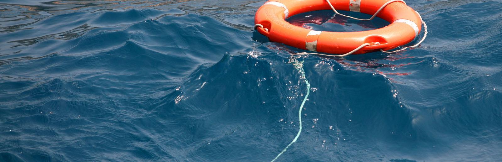 Спасательный круг на море в Крыму