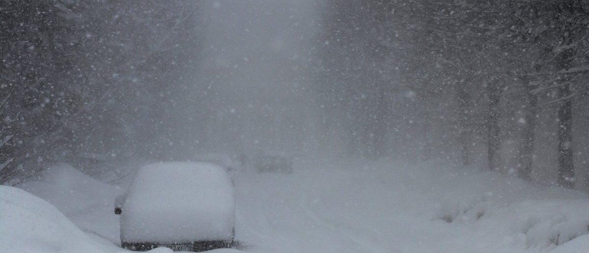Снегопад замел дороги в Крыму