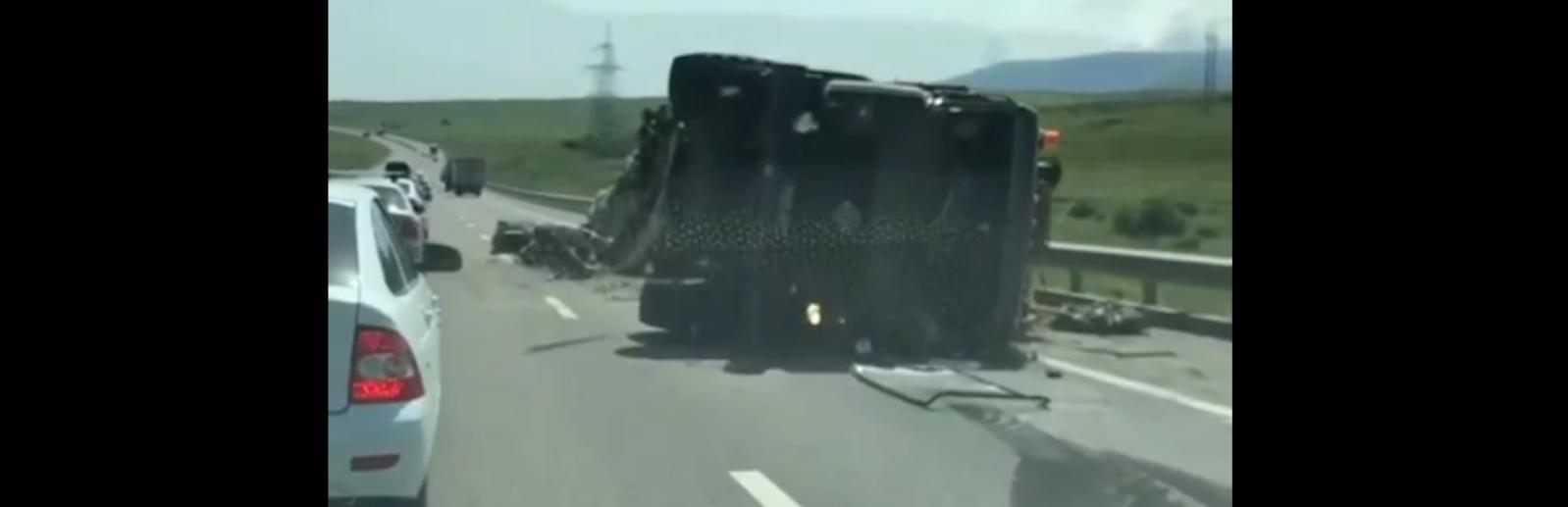 ДТП с участием двух военных автомобилей в Крыму фото
