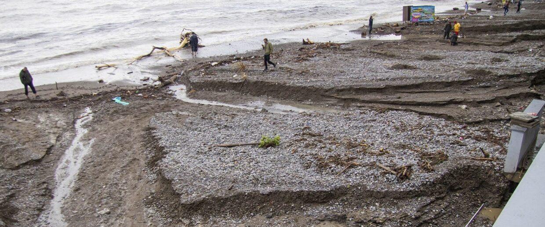 Размытые пляжи в Ялте