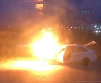 Сгорел автомобиль возле аэропорта в Симферополе
