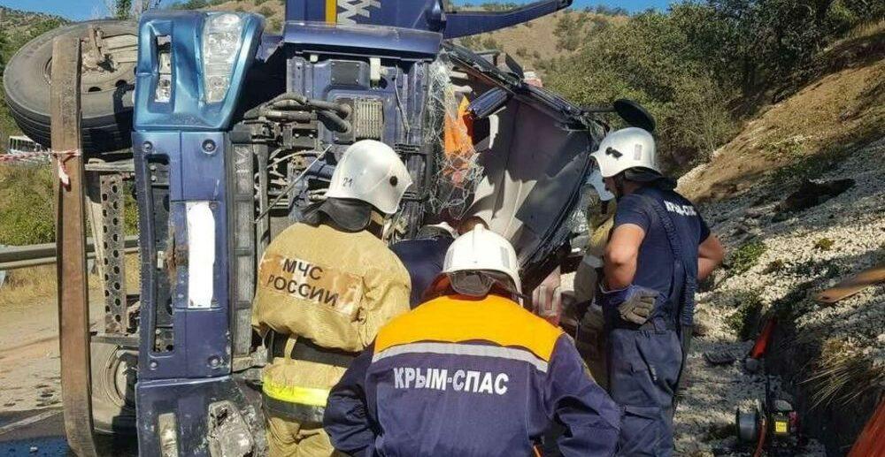 ДТП под Судаком с грузовиком фото от МЧС