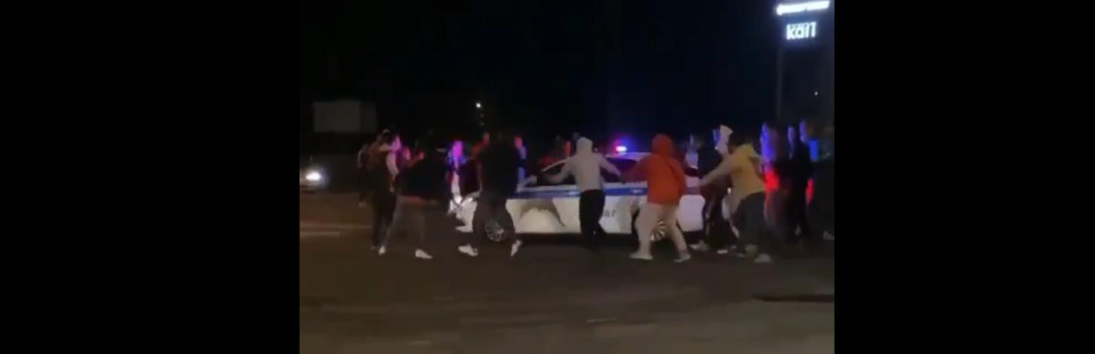 Хоровод с полицией возле ашана в Симферополе